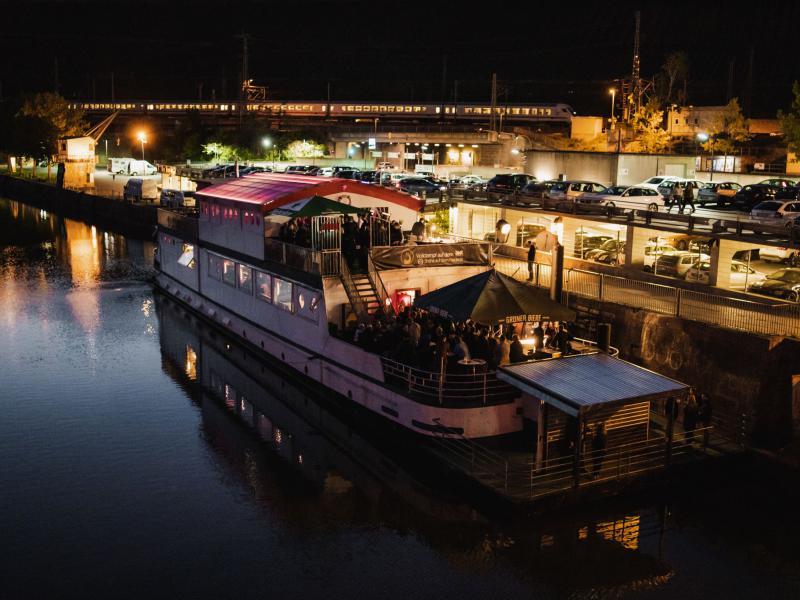 Das Boot nachts.
